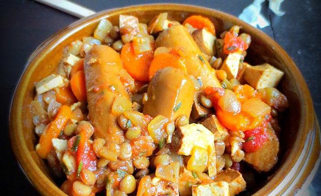 Ragoût de saucisses aux lentilles version végétale