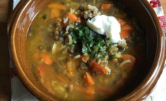Soupe Tadjike aux Lentilles Vertes et Riz